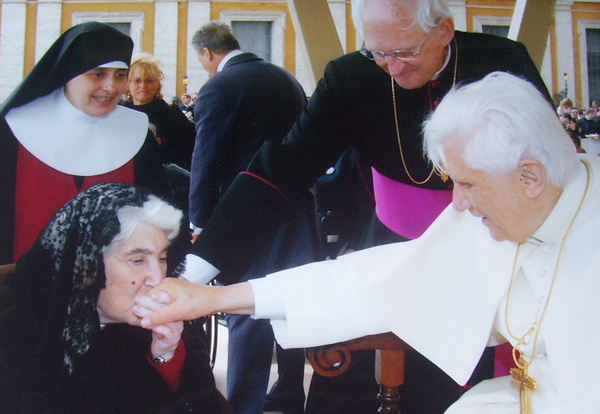 Nuestra Madre visitando al Papa